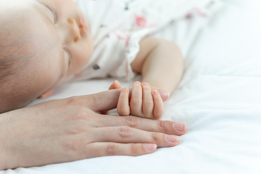 Miért nem alszik a baba? Nem a fogzás miatt!